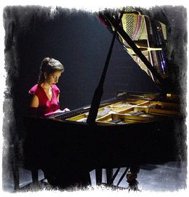 Angela Hewitt la pian